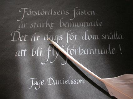 … och njutningen av att forma vackra bokstäver – kalligrafi!