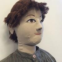 Ansiktsbild på hen-docka