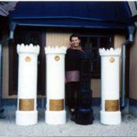 Kerstin Ljungqvist tillverkade tre kakelugnar till stinsens bostad och en kamin till väntsalen.