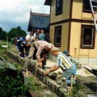 Sedan sammanfogades delarna och en perrong murades mot stickspåret.