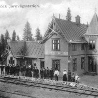 2001 års bild:  Stationshuset omkring 1910. Bilden är från ett gammalt vykort.