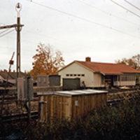 Anledningen till att stationshuset revs var att det ansågs föreligga viss fara, eftersom det låg för nära spåret som ju fortfarande trafikerades av tåg.